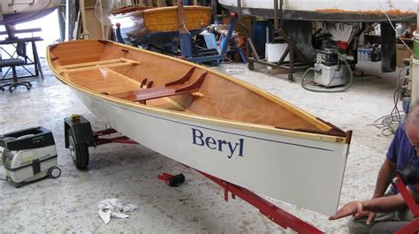 15 1/2 ft Rowboat - easy, pretty, plywood Rowboat Plan